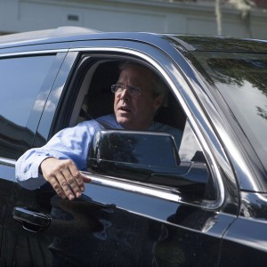 Jeb arrives in the motorcade along Tampas Bayshore Boulevard Nohellip