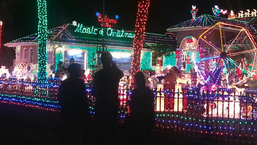 Nuisance Or Nice Florida Family 39 S Holiday Lights Frazzle