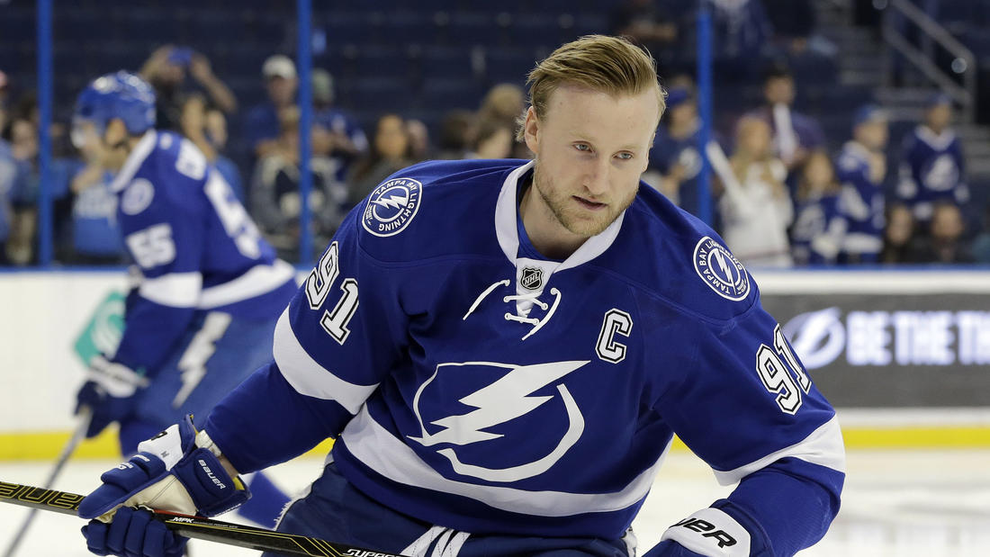 Lightning's Steven Stamkos still watching as his knee ...